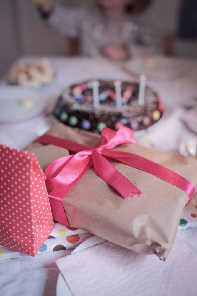 Send fødselsdagsgaver i posten